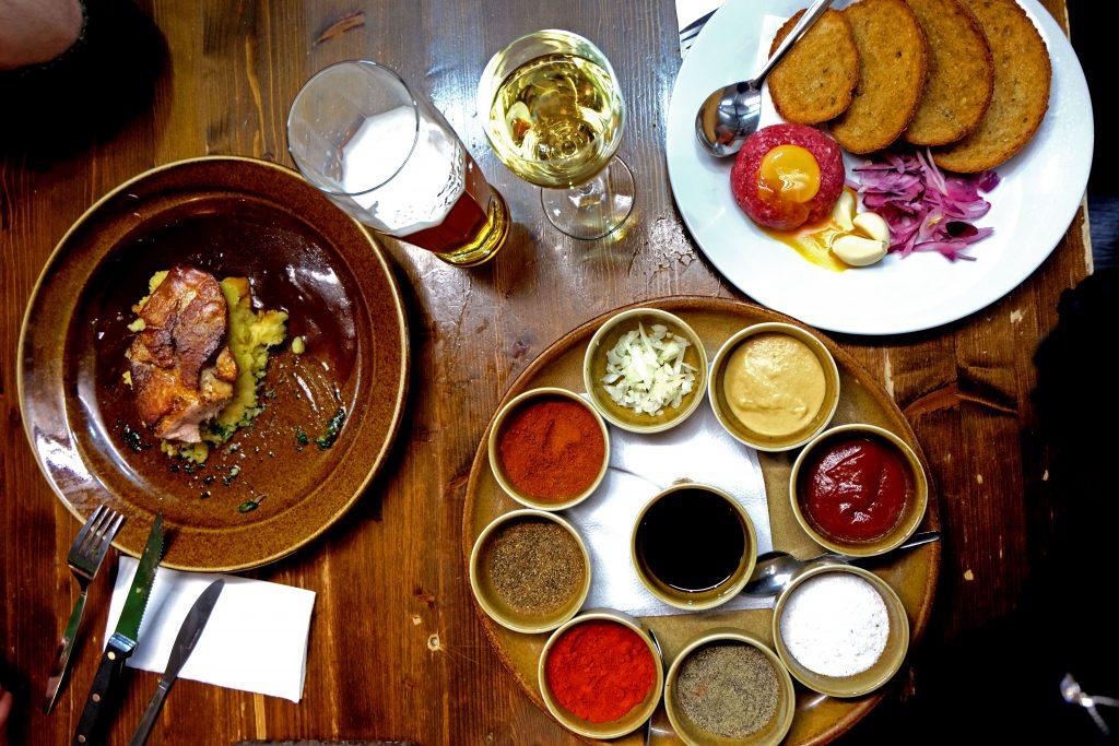 dove mangiare a praga vytopna railway restaurant