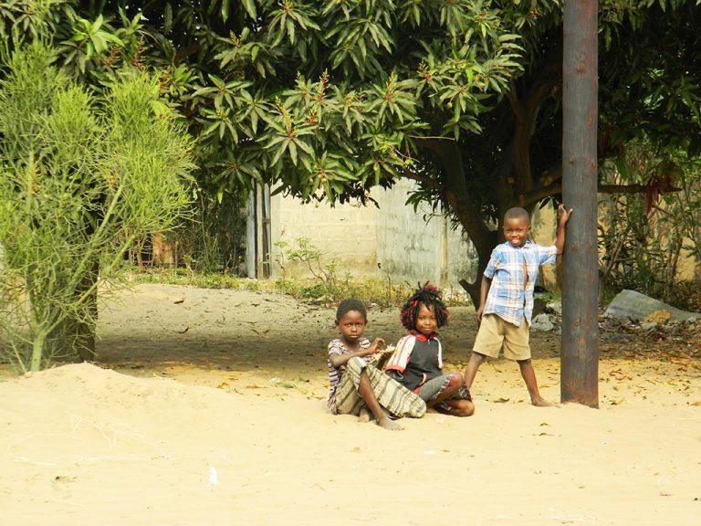 Bambini Congo sabbia