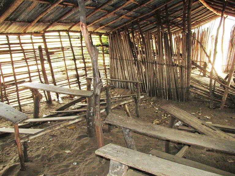 Banchi di scuola in Congo
