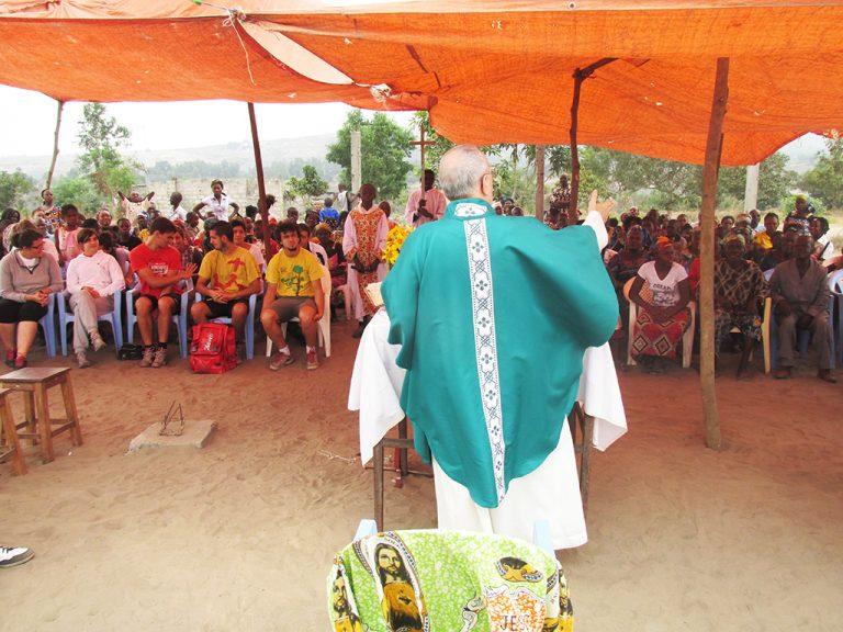 Messa villaggio Africa