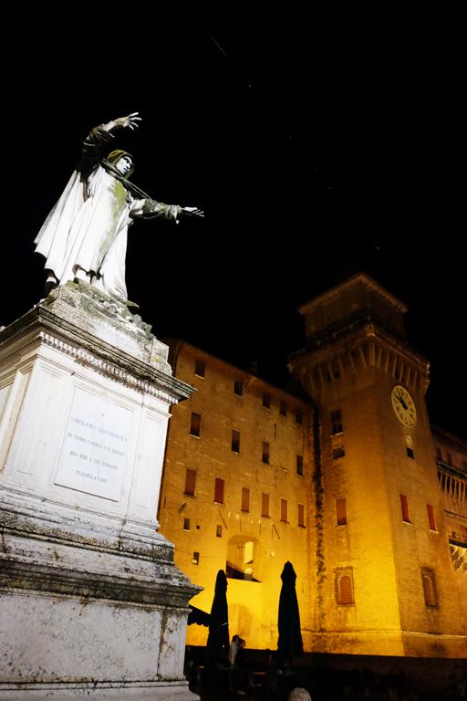 Ferrara Castello Estense di notte